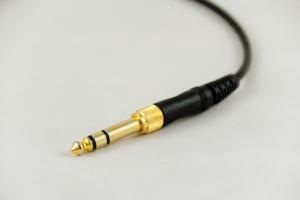 Auch das Creative Fatal1ty Headset wird über 3,5 mm Klinke verbunden.